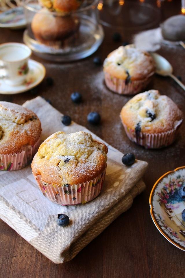 Muffin con mirtilli e cioccolato bianco