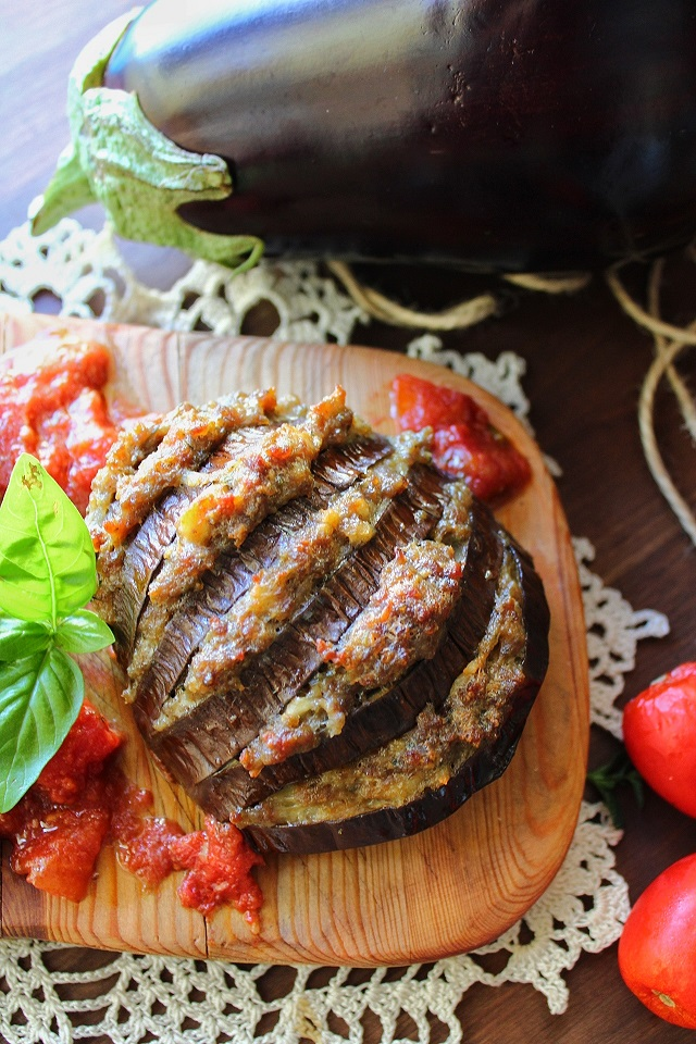 Melanzane a ventaglio ripiene di carne