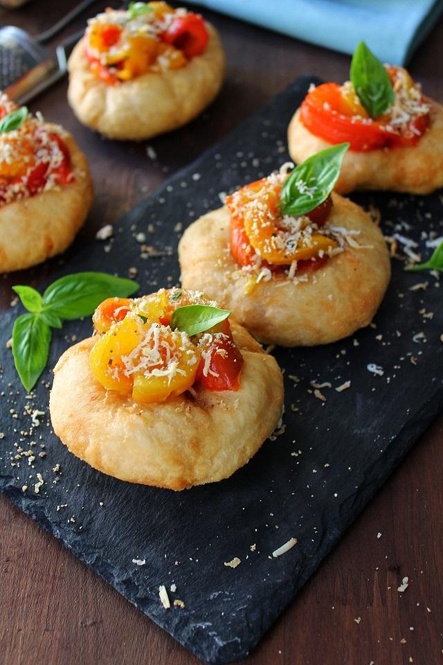 Pizzelle con peperoni e ricotta