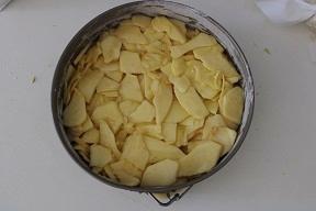 Torta di mele invisibile senza burro e olio