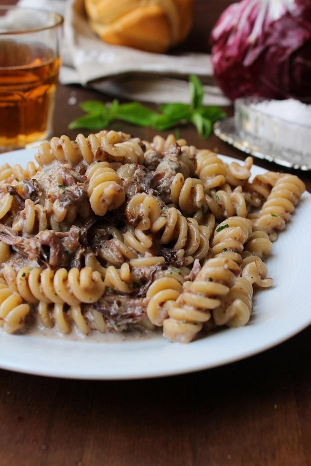 Pasta con crema di radicchio rosso e noci