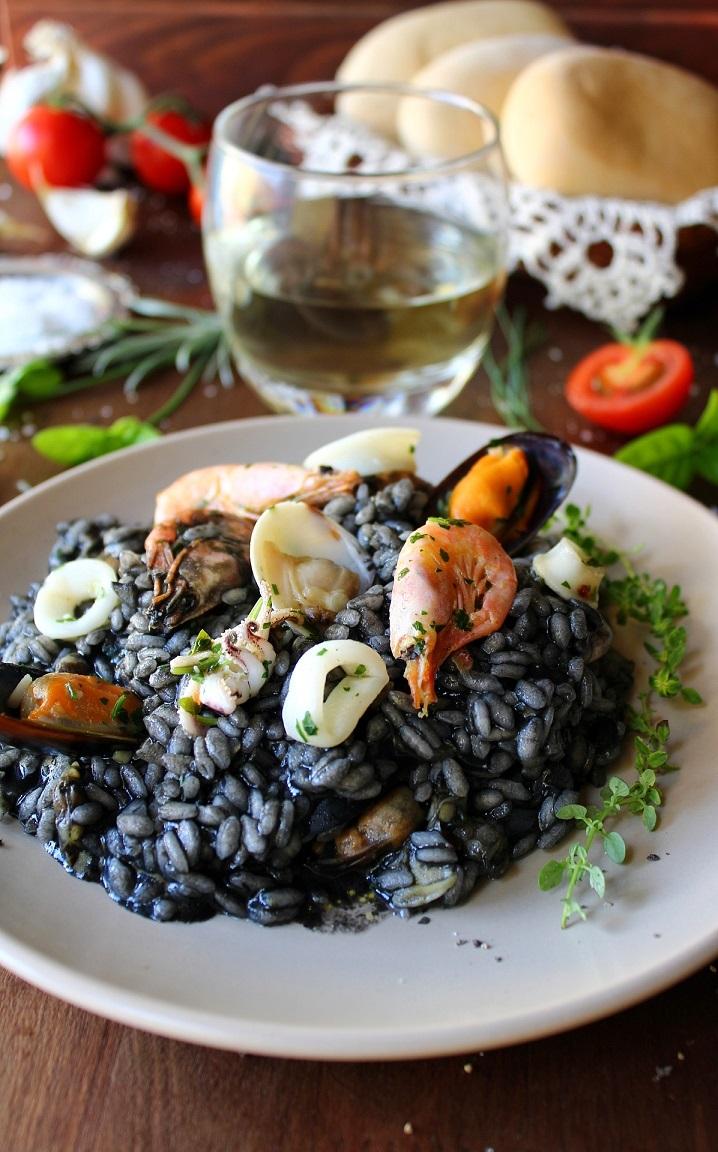 Risotto al nero di seppia e frutti di mare