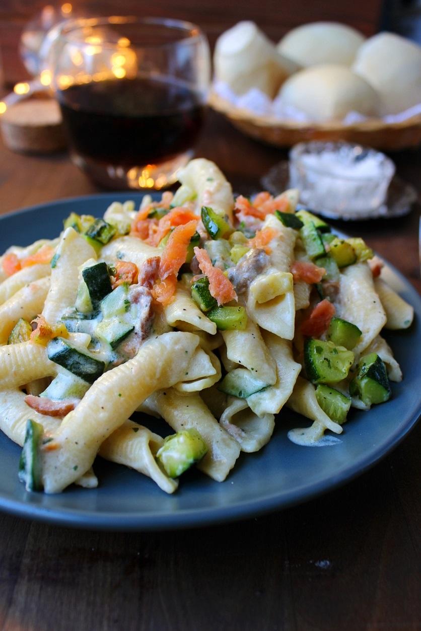 Pasta cremosa con salmone e zucchine