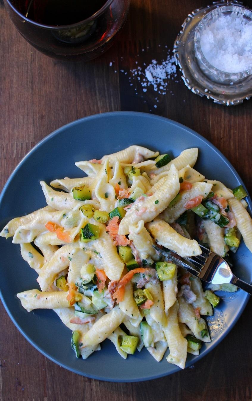 Pasta crempsa con salmone e zucchine