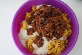 Pasta al gratin con ragù di carne e funghi
