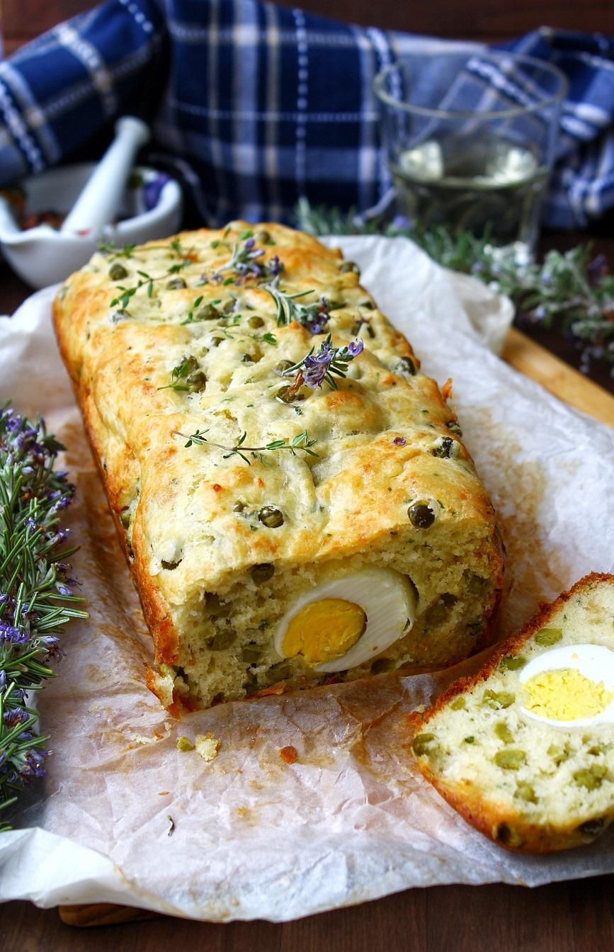 Plumcake salato con piselli e uova