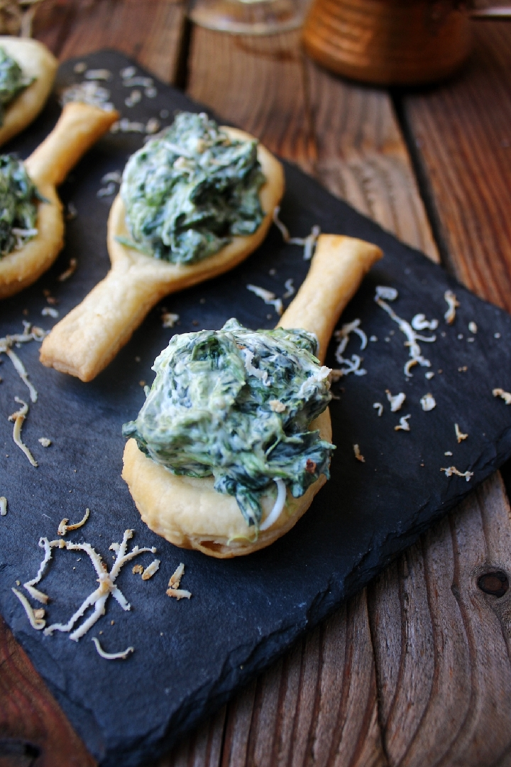 Cucchiai di pasta sfoglia con ricotta e spinaci