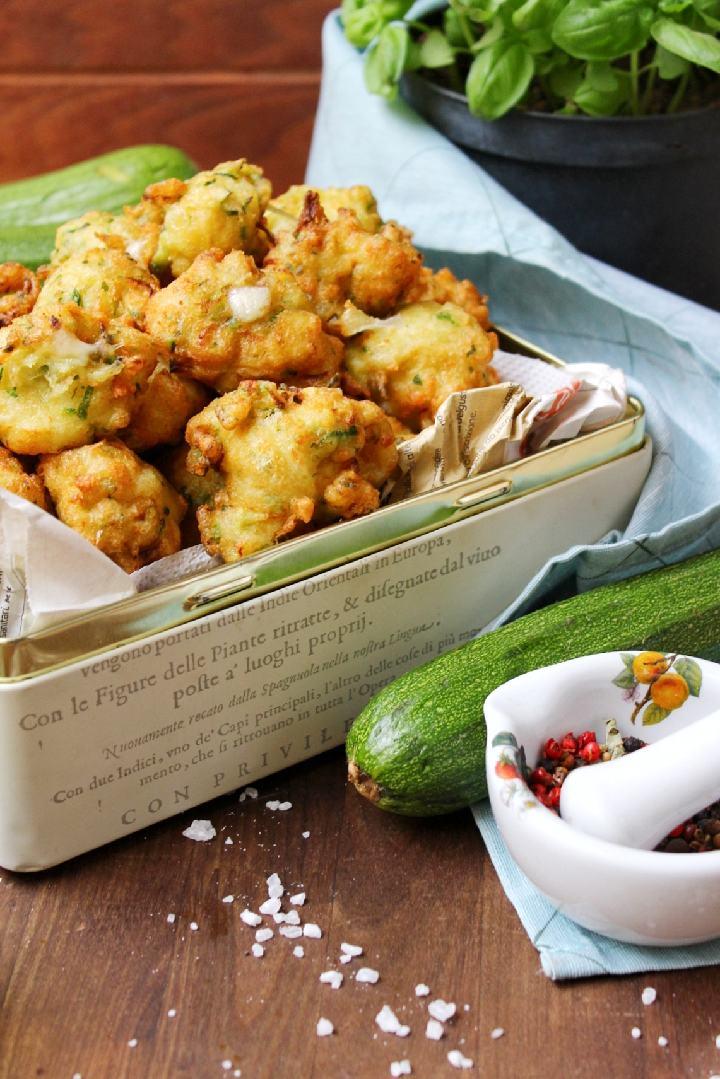 Frittelle con zucchine e mozzarella