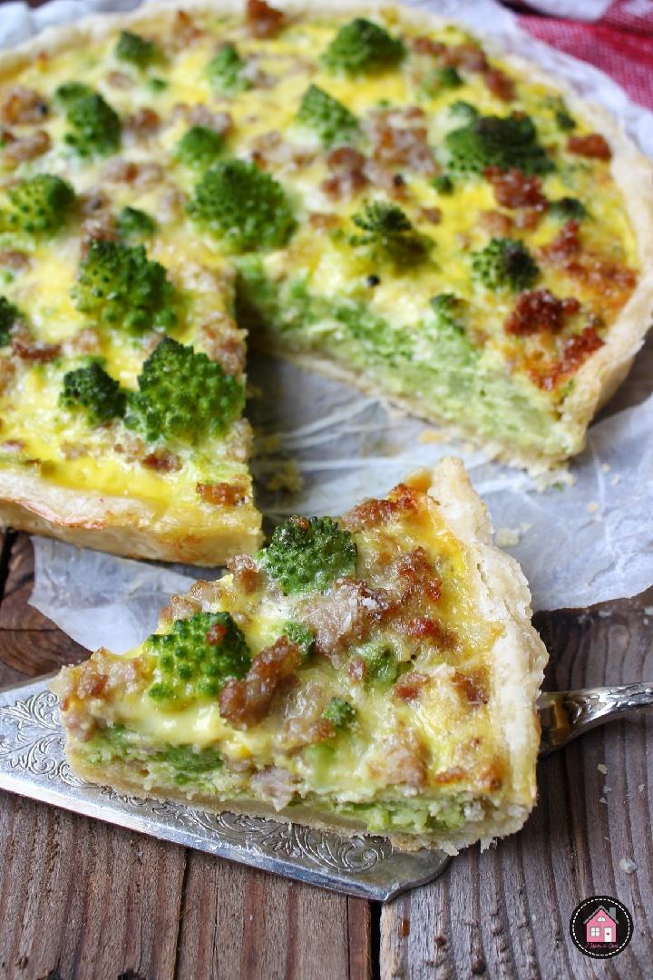 Torta salata con broccolo romanesco e salsiccia