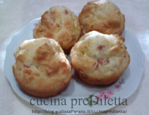 Muffin salati con prosciutto e piselli