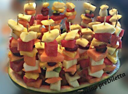 Trionfo di frutta estiva