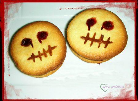Biscotti di pasta frolla farciti, ricetta di Halloween