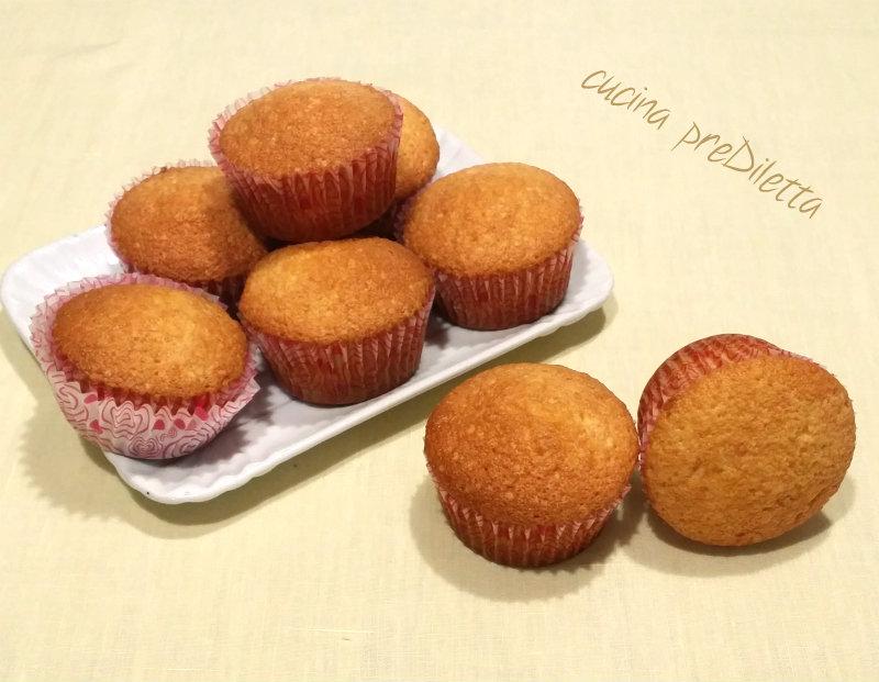 Ricetta Muffin Semplice.Ricetta Muffin Semplici Con Aroma Panettone Cucina Prediletta