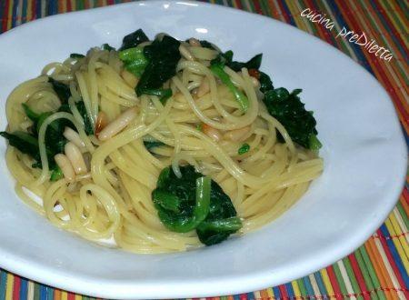 Spaghetti con spinaci e pinoli