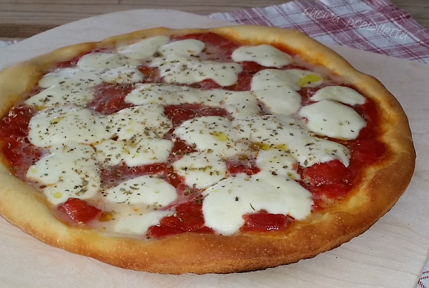 Pizza semplice con impasto allo yogurt