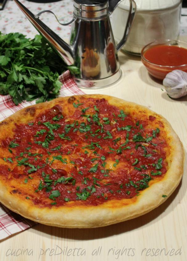 Ricetta pizza marinara con aglio e prezzemolo