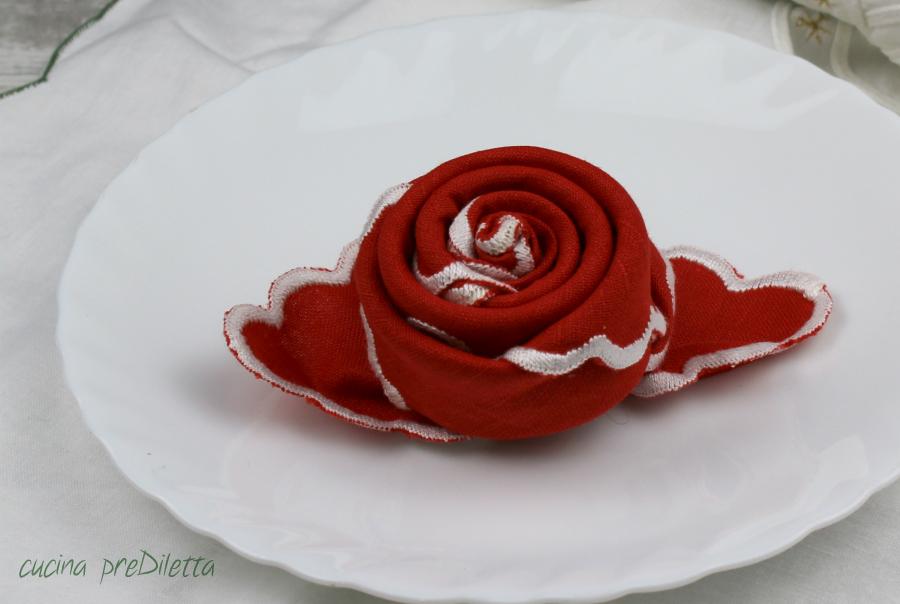 Piegare Tovaglioli A Rosa.Tovagliolo A Forma Di Rosa Come Piegare Un Tovagliolo