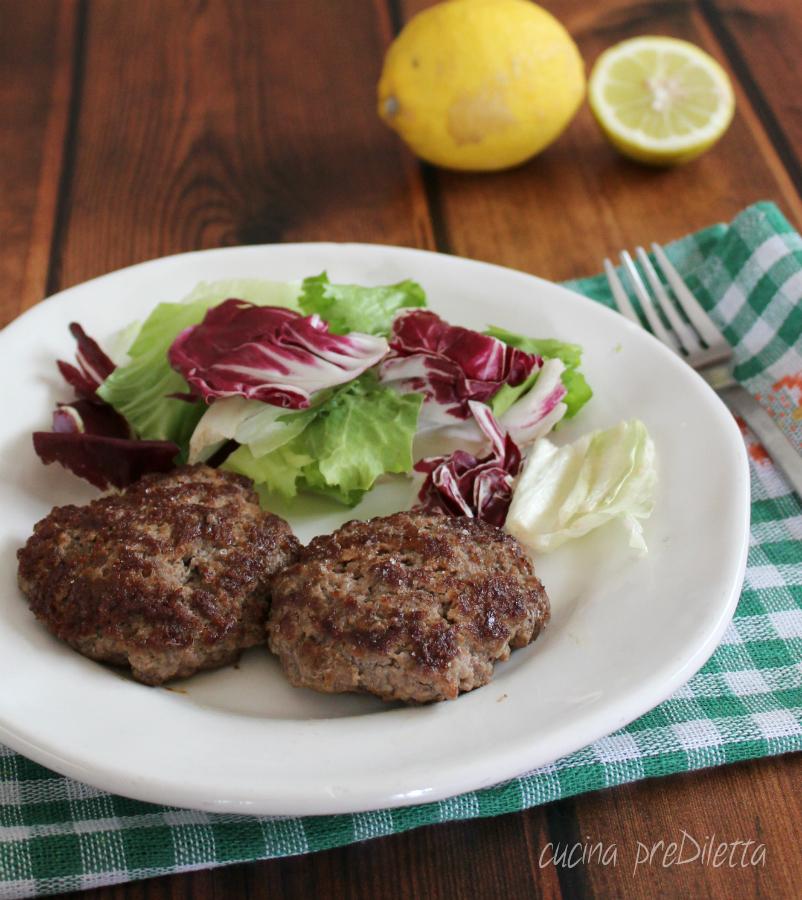 Hamburger fatti in casa solo con carne parmigiano e aromi - Faretti in casa ...
