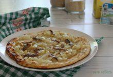 Pizza Dukan con cipolle e acciughe
