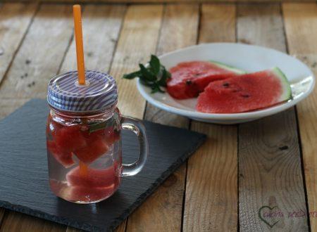 Acqua aromatizzata all'anguria e menta