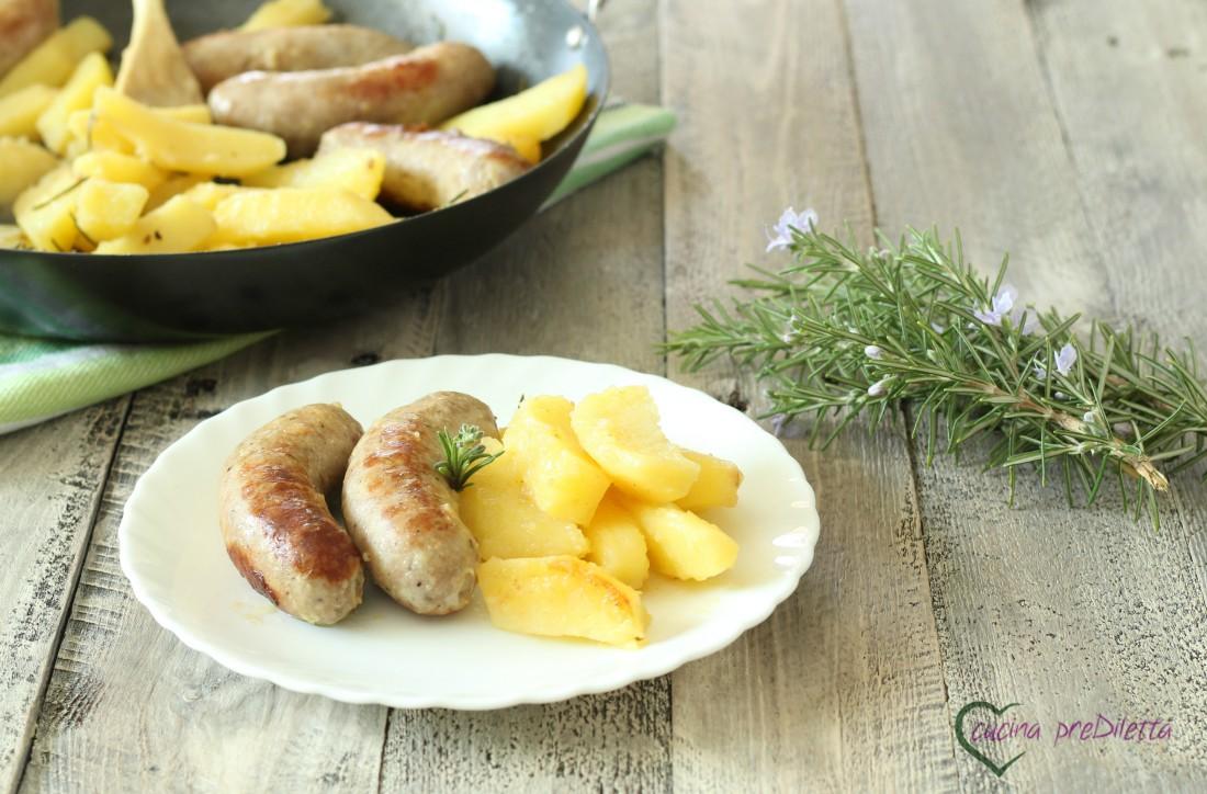 Salsiccia con patate in padella
