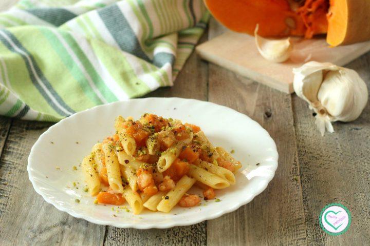 Pasta con zucca e gamberetti al pistacchio