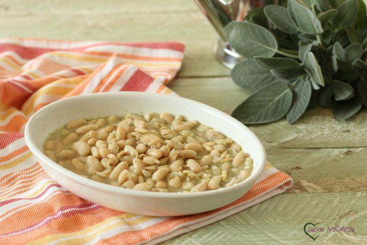 Zuppa di fagioli alla salvia