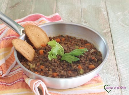 Zuppa di lenticchie con sedano e carote
