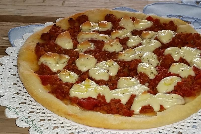 Pizza con carne e provola