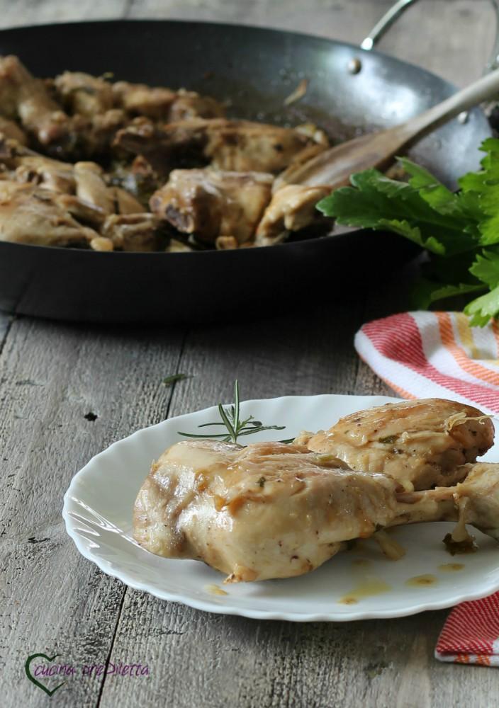 Ricetta pollo agli aromi in padella cucina prediletta - Aromi da cucina ...