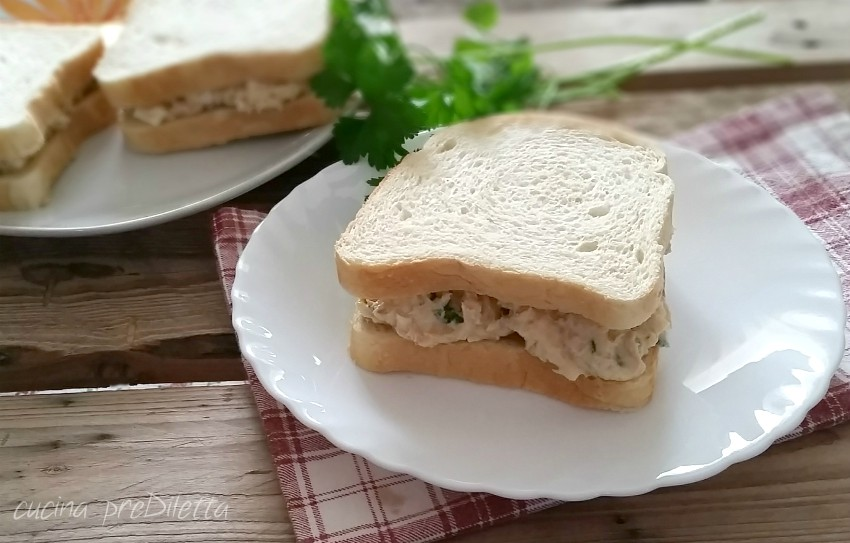 Sandwich uova e tonno