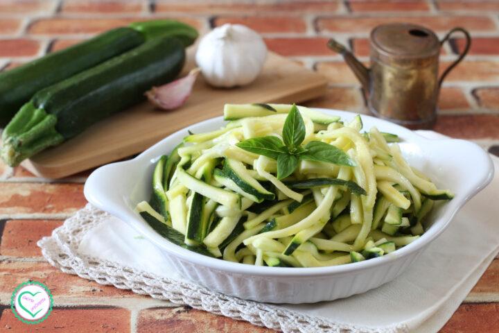 Zucchine marinate crude