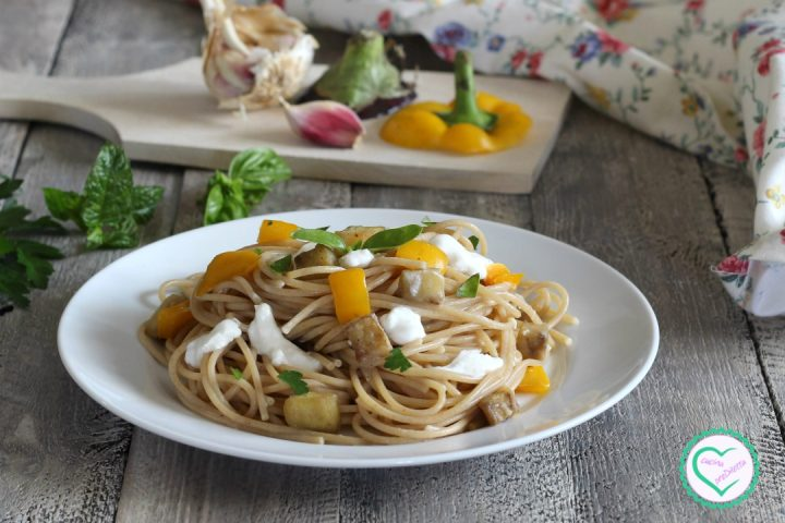 Pasta con burrata e verdure