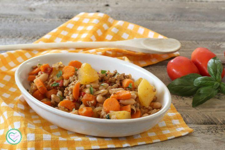 Carne tritata con fagioli e verdure
