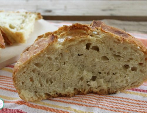 Pane senza impasto cotto in pentola