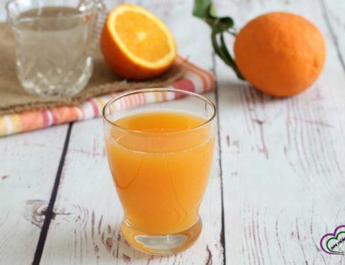 Spremuta di arance con acqua di cocco
