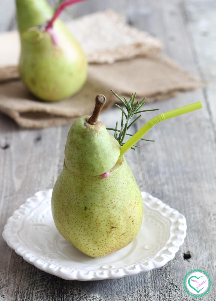 Cocktail di pere con frutti di bosco