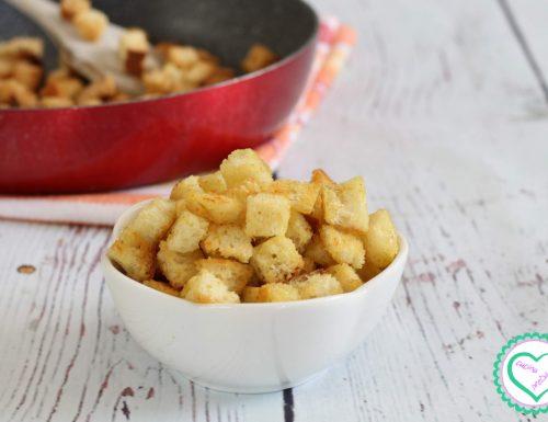 Crostini di pane fritti