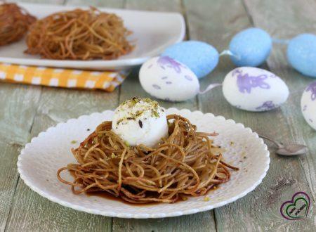 Nidi di spaghetti con gelato