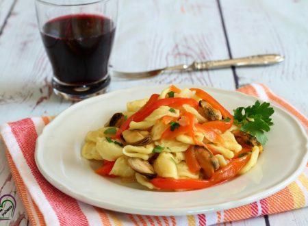 Orecchiette con cozze e peperoni