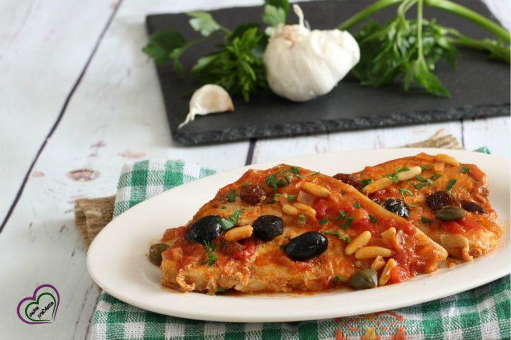 Pesce spada con olive, pinoli, uvetta e capperi