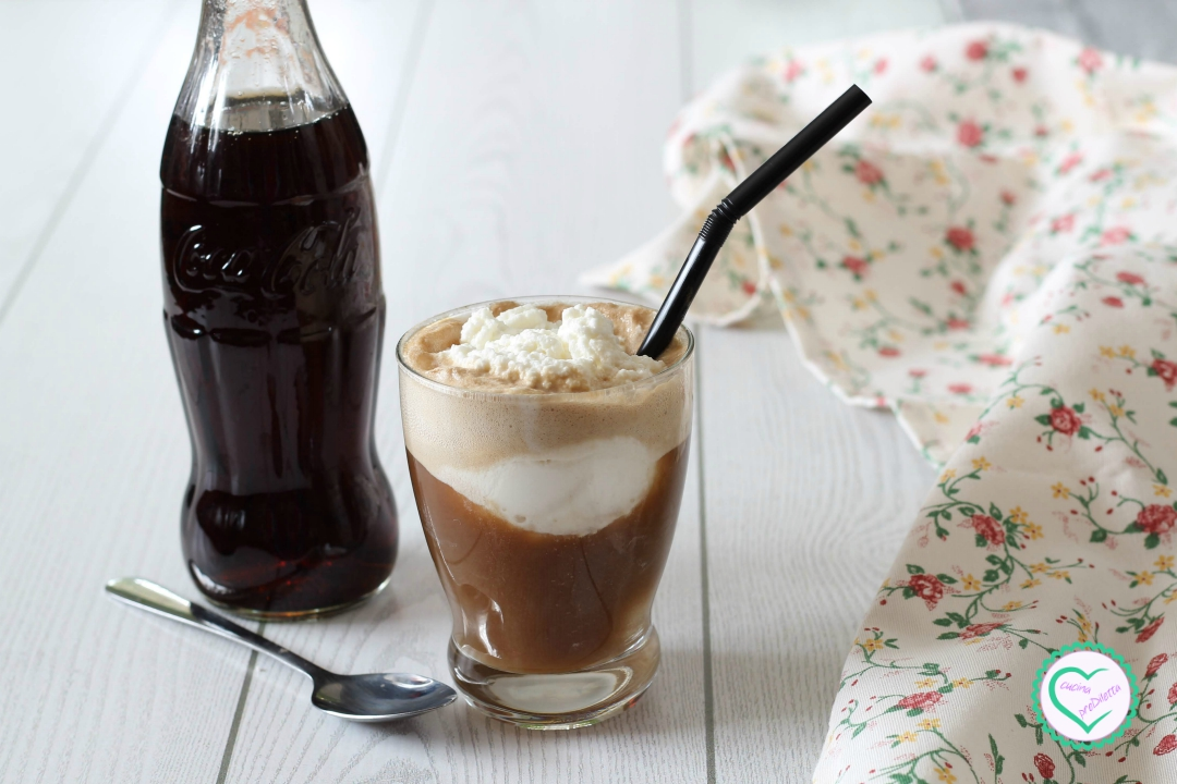 Coca cola con gelato e panna