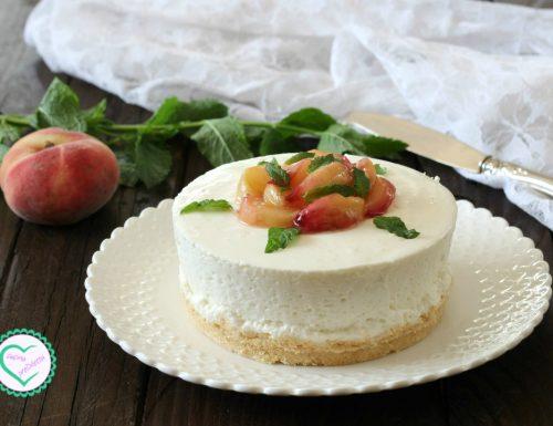 Cheesecake con pesche caramellate