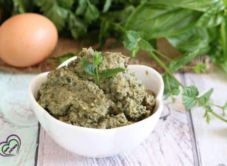 Pesto di erbe aromatiche con uova sode