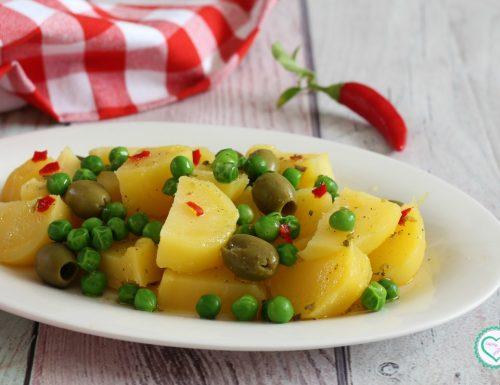 Contorno di patate, piselli e olive