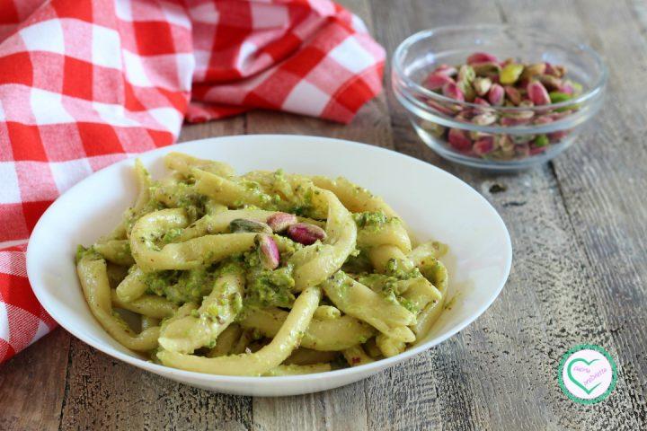 Maccheroni freschi al pistacchio
