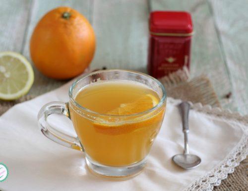 Tè aromatizzato con arancia, limone e spezie