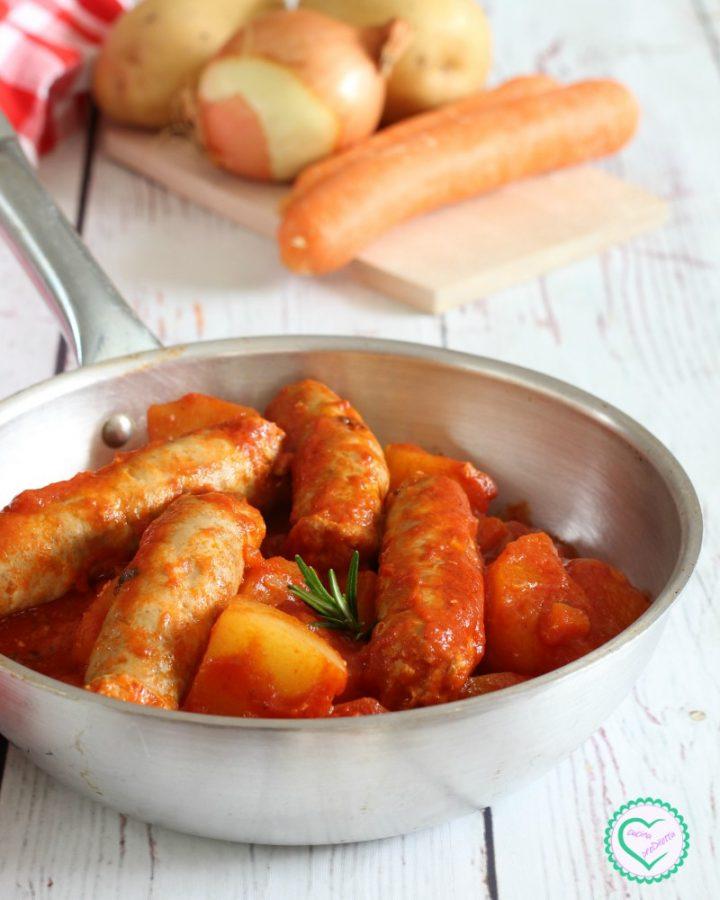 Salsiccia al sugo con patate