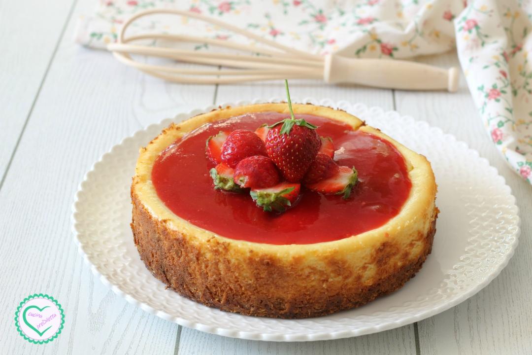 Cheesecake cotta con salsa di fragole