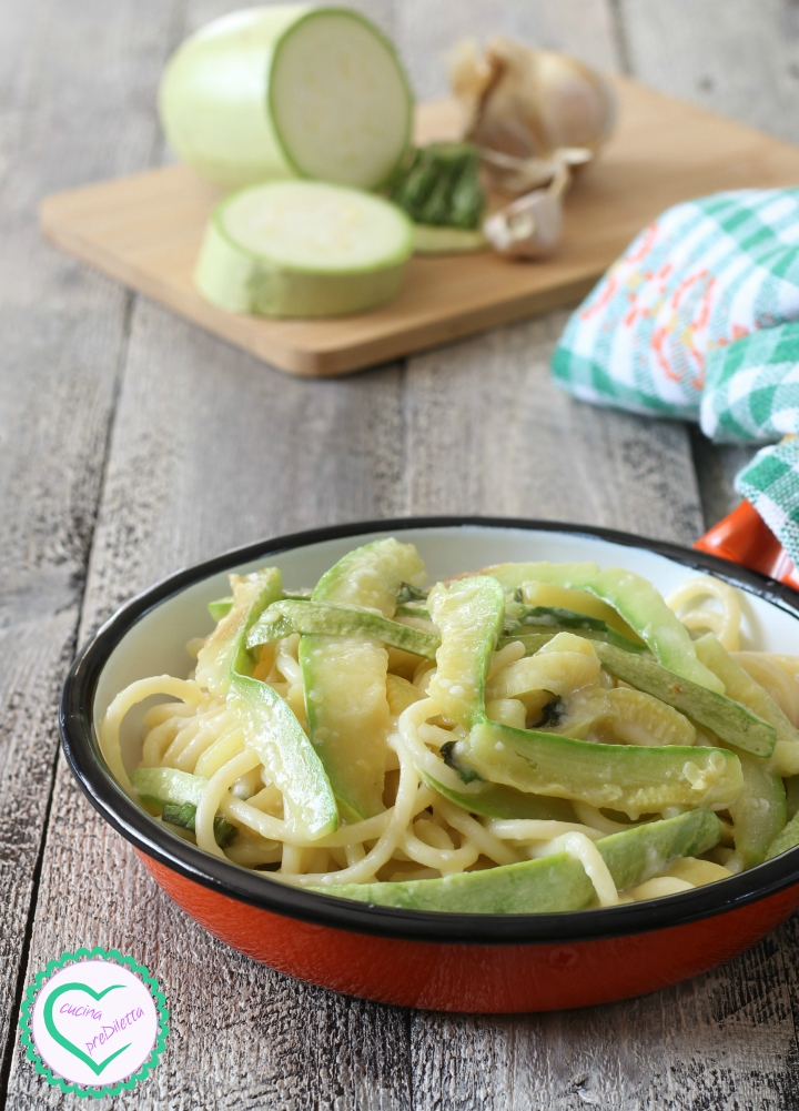 Pasta zucchine e pecorino
